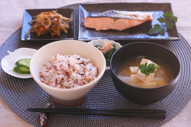 血圧,上げる,塩分,朝食,日本食