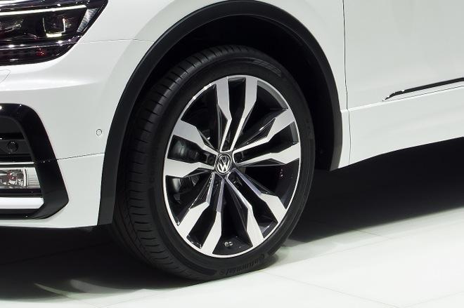 VW-2016-tiguan-model012